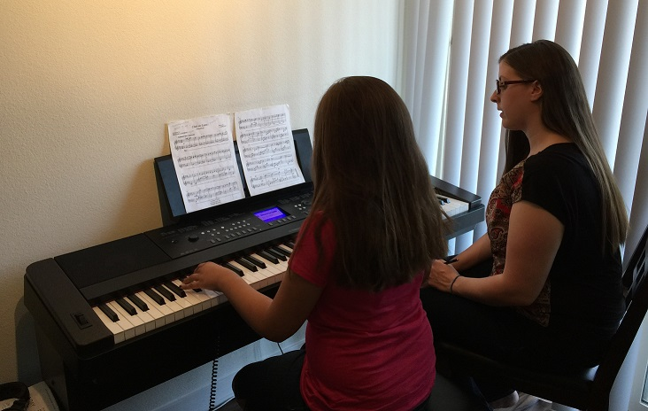 Read more about the article Why Private Piano Lessons Are Better Than Group Lessons